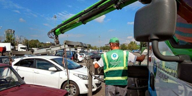 В столице начали эвакуировать на штрафстоянки машины без номеров