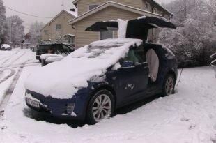Tesla Model X на бездорожье: видео дня